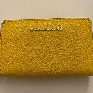 Michael Kors Zip Around Credit Card Case
